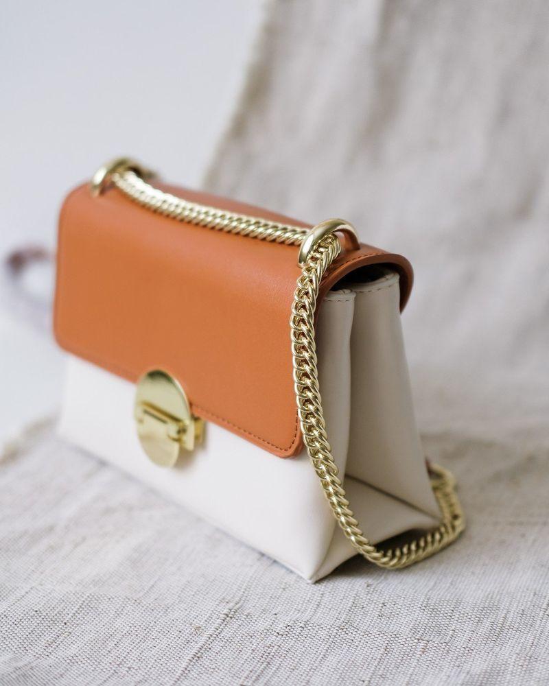 f6113bf71b01 Женская сумка кроссбоди на цепочке - (белый / коричневый цвет) 200103-2
